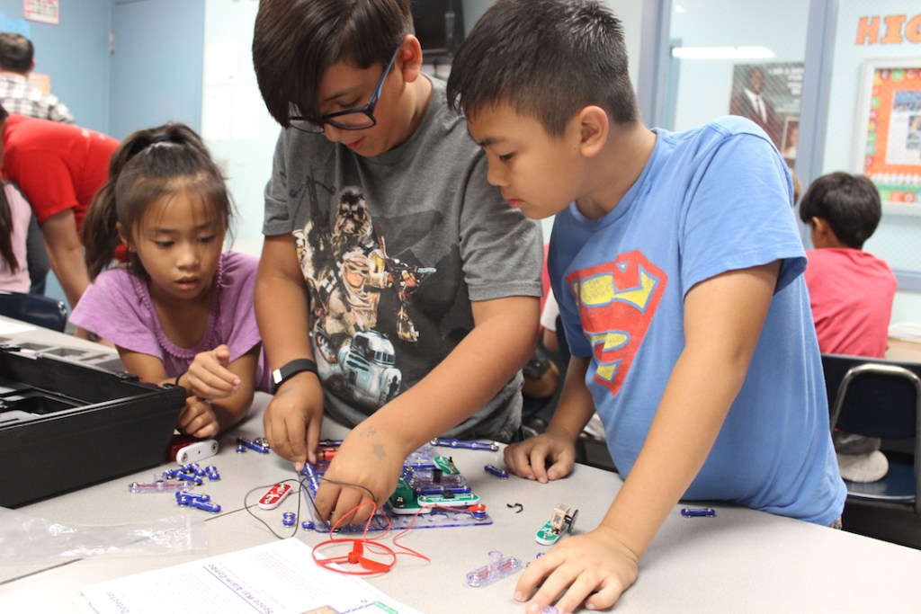 boys-girls-club-stem-activities-snap-circuits-copy