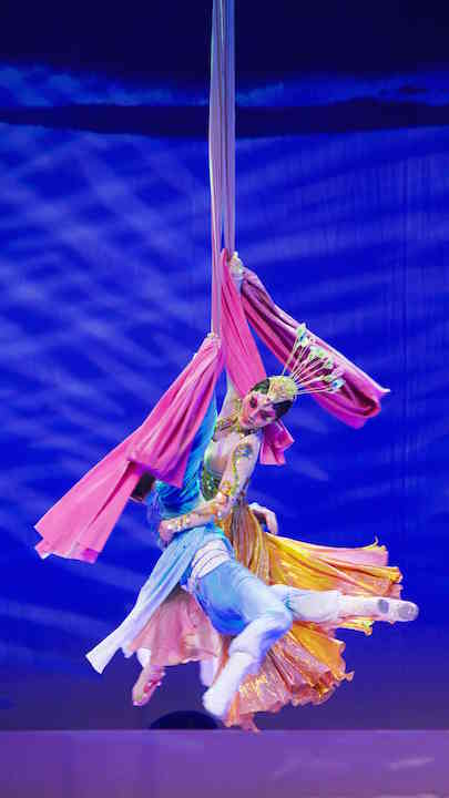 shanghai-acrobats-at-the-segerstrom-center-for-the-arts