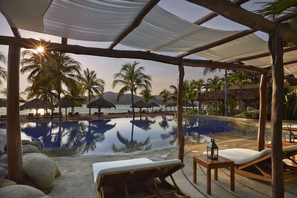 viceroy-zihuatanejo-pool