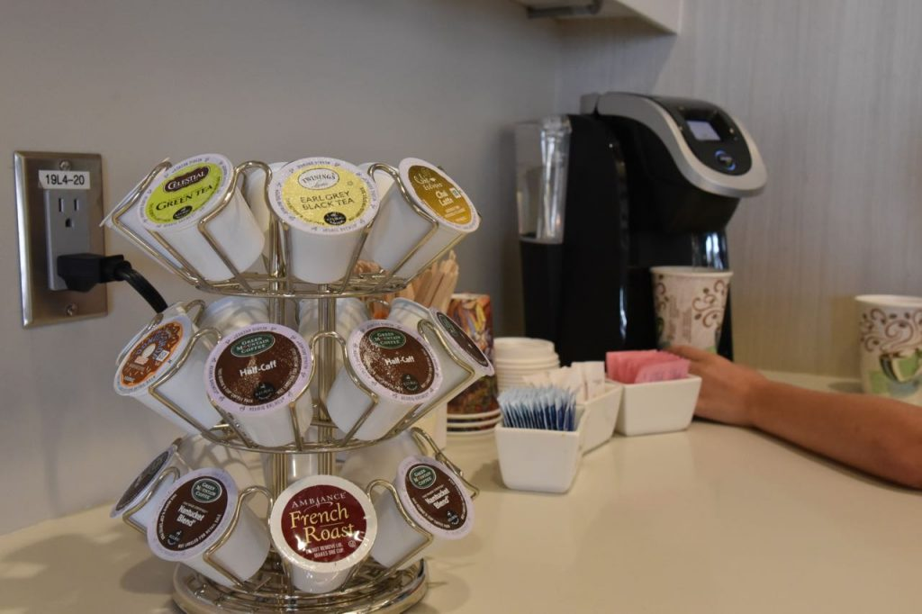 complimentary-coffee-in-the-outlets-at-san-clemente-vip-lounge