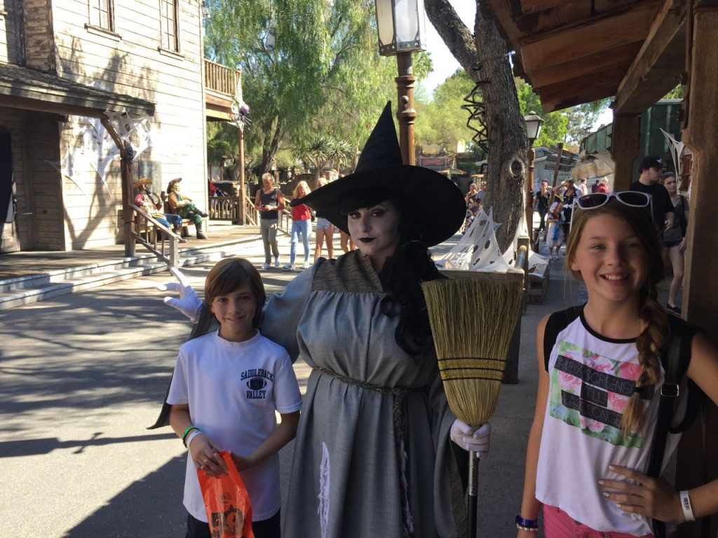 entertainment-at-knotts-spooky-farm