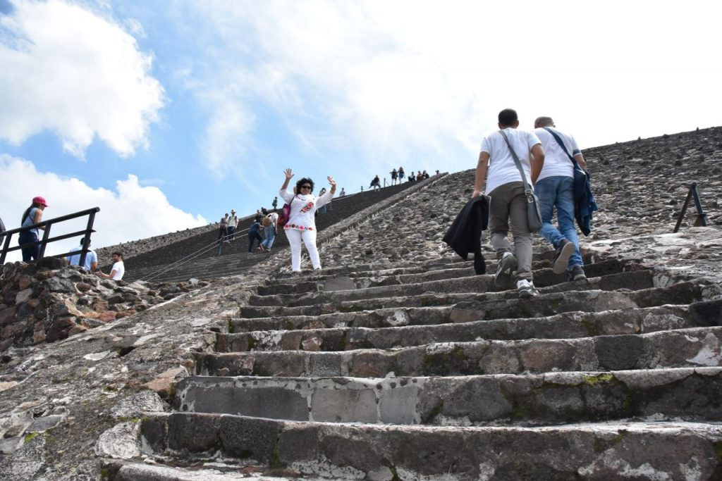 Hiking to the top of the Pyramid of the Sun