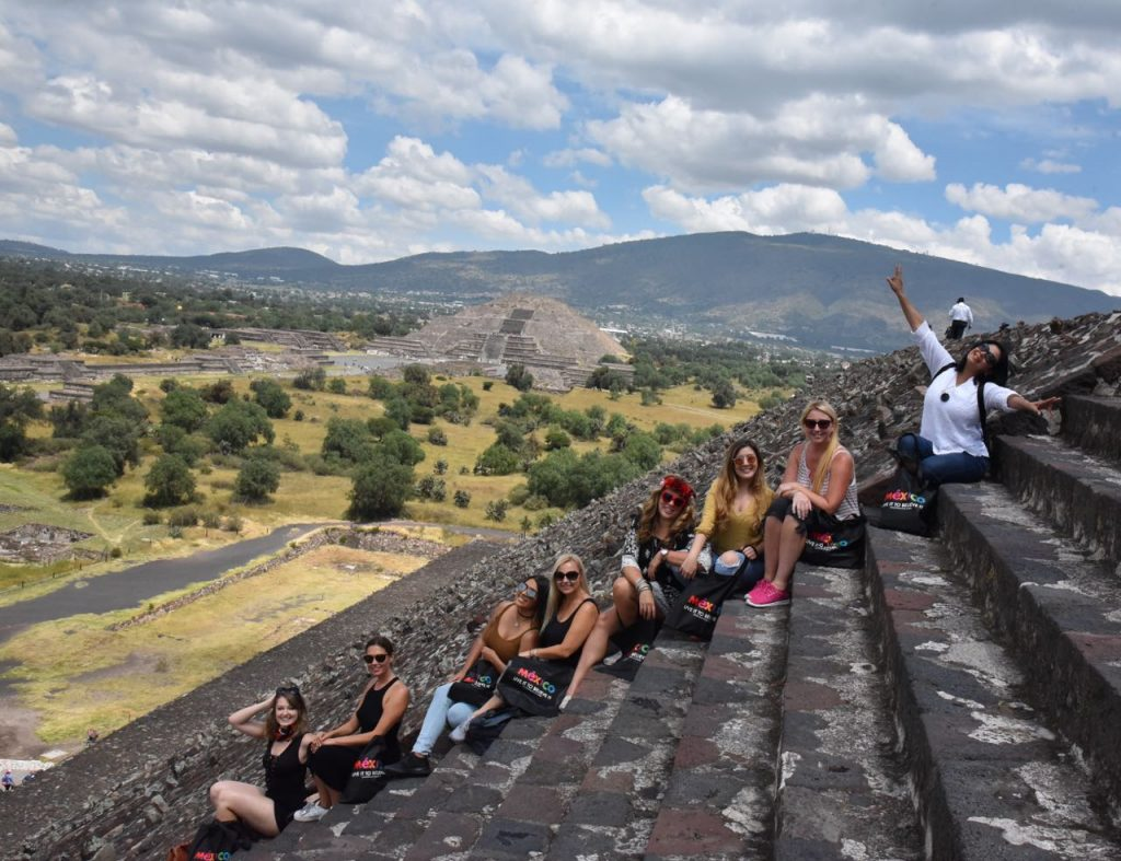 Exploring Teotihuacan with Friends