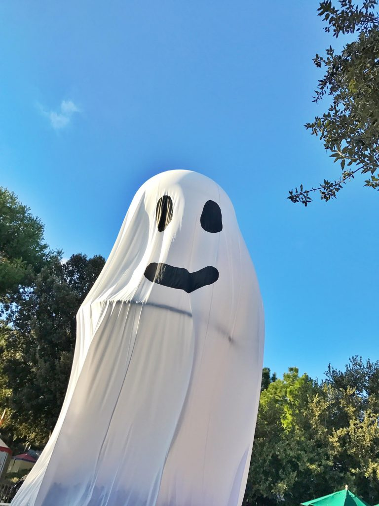 giant-ghost-at-brick-or-treat