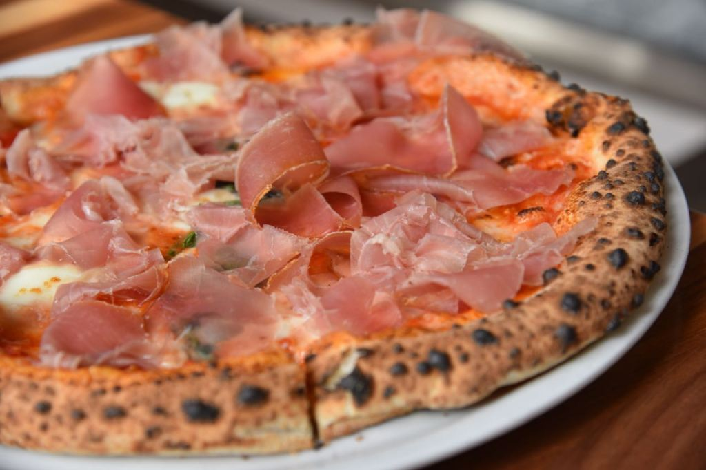 pizza-at-angelinas-in-irvine