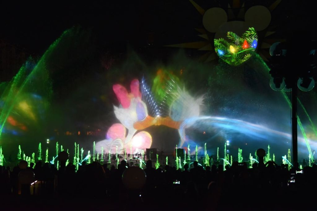 Donald and Daisy Kissing in World of Color – Season of Light