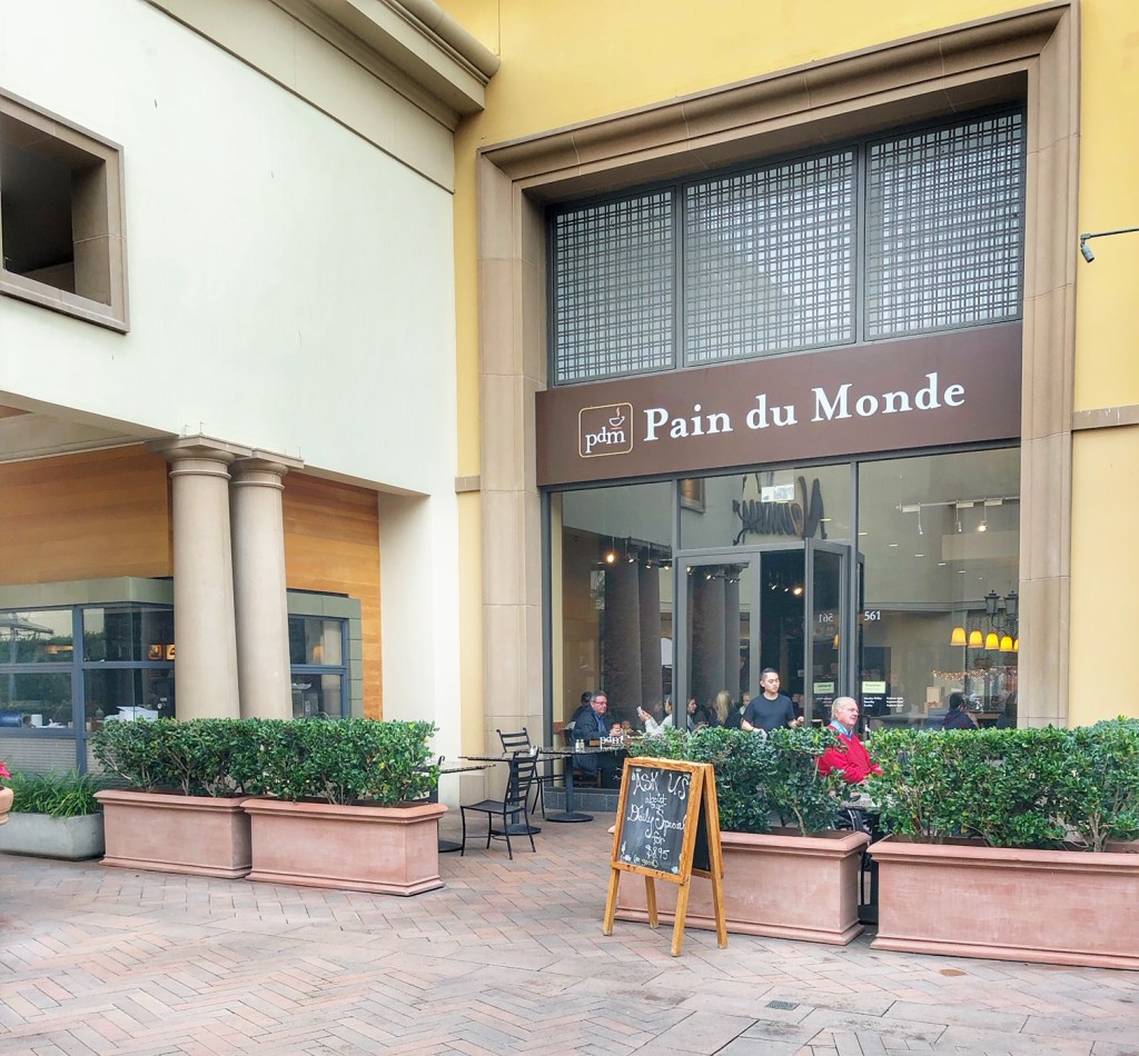 The entrance to Pain du Monde at Fashion Island