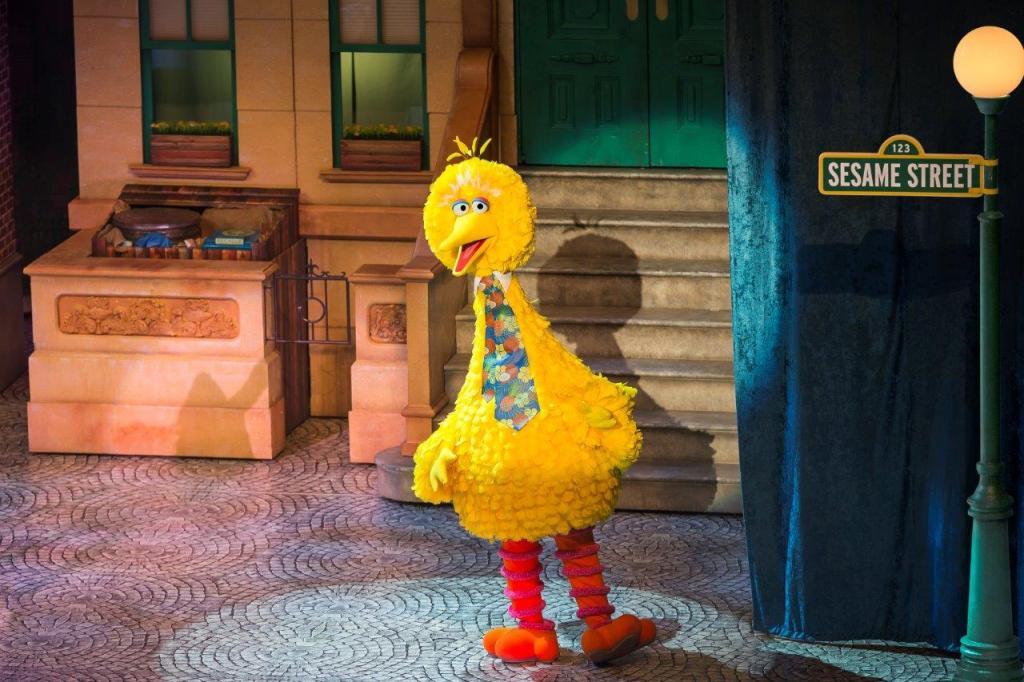Big Bird in Sesame Street Live! Let's Party!