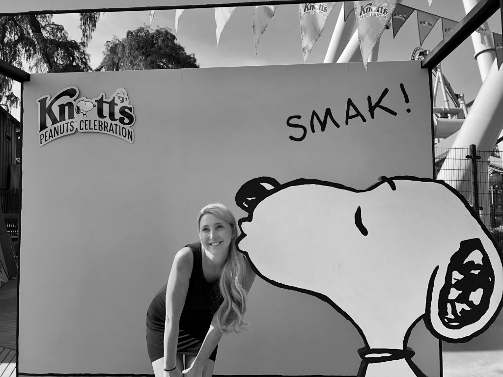 Snoopy kiss at Knott's Berry Farm