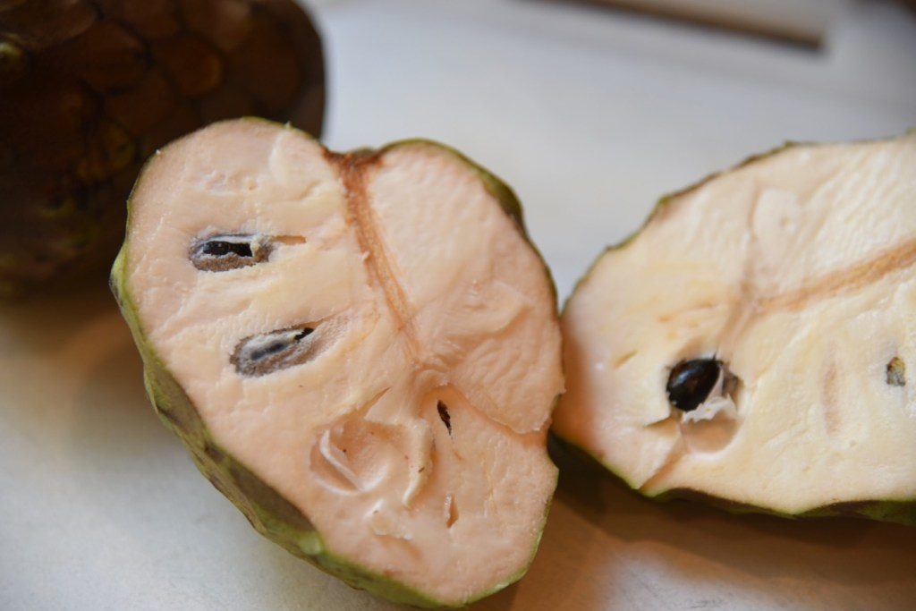 how to eat a Cherimoya