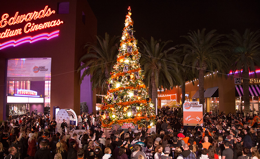 The Marketplace Tree Lighting