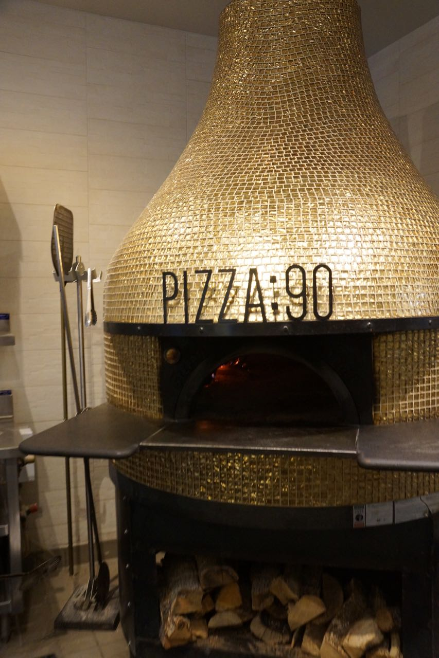 authentic italian oven at pizza 90