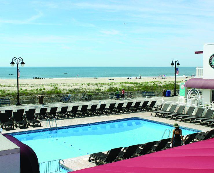 Beach Club Hotel Pool