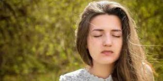 A_MeditationPC_jeune fille les yeux fermes