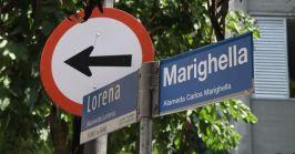 Militantes modificaram o nome das placas de identificação da Alameda Casa Branca, nos Jardins em São Paulo.