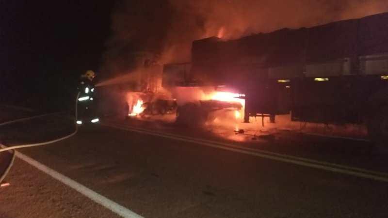 Caminhão pega fogo na BR 153 próximo a Figueirópolis