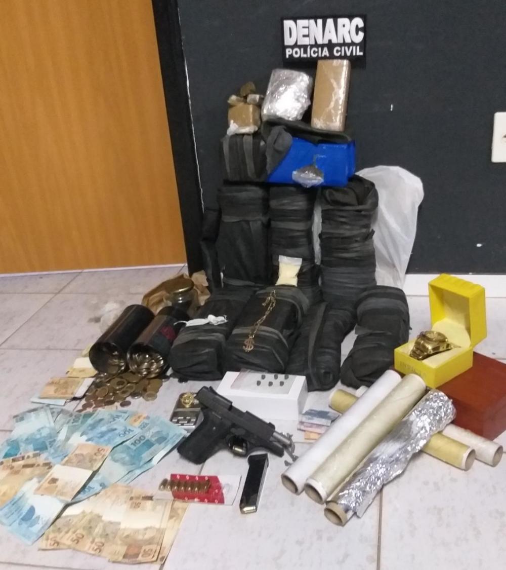 Suspeitos de tráfico de drogas são presos e Polícia Civil apreende mais de 16 kg de maconha em borracharia de Araguaína