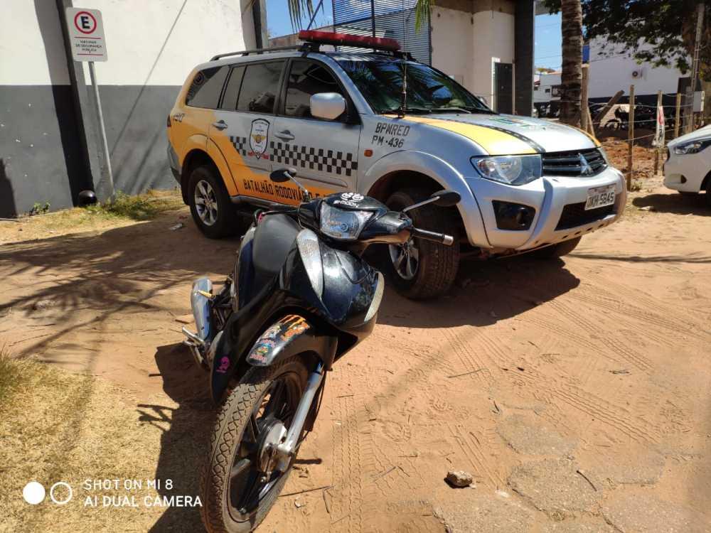 Motocicleta é apreendida com restrição de furto e roubo em Araguanã