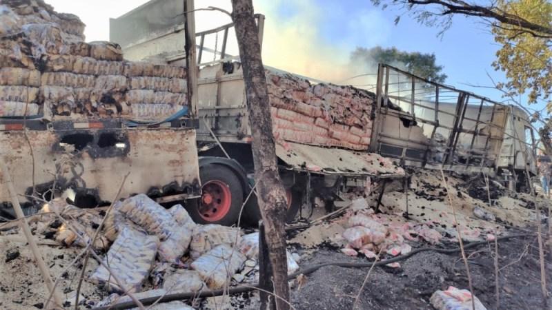 Fogo atinge carreta com carga de arroz na BR-153 entre Figueirópolis e Alvorada