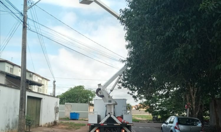 Pedidos de manutenção em poste com lâmpada defeituosa podem ser feitos por telefone