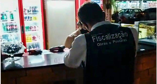 Fiscalização Urbana de Palmas notifica food trucks fixos em espaços públicos
