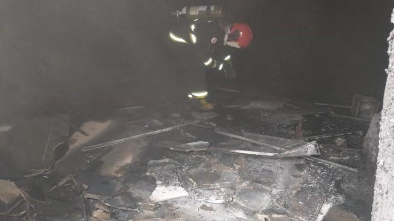 Bombeiros combatem incêndio em obra do Hospital Regional de Gurupi