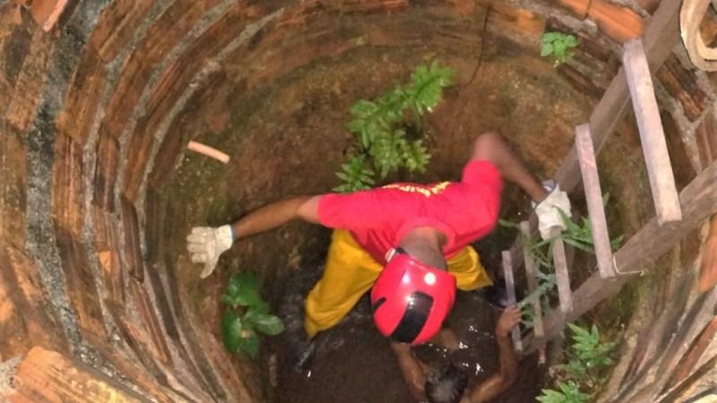 Bombeiros militares resgatam homem após queda em cisterna em Gurupi