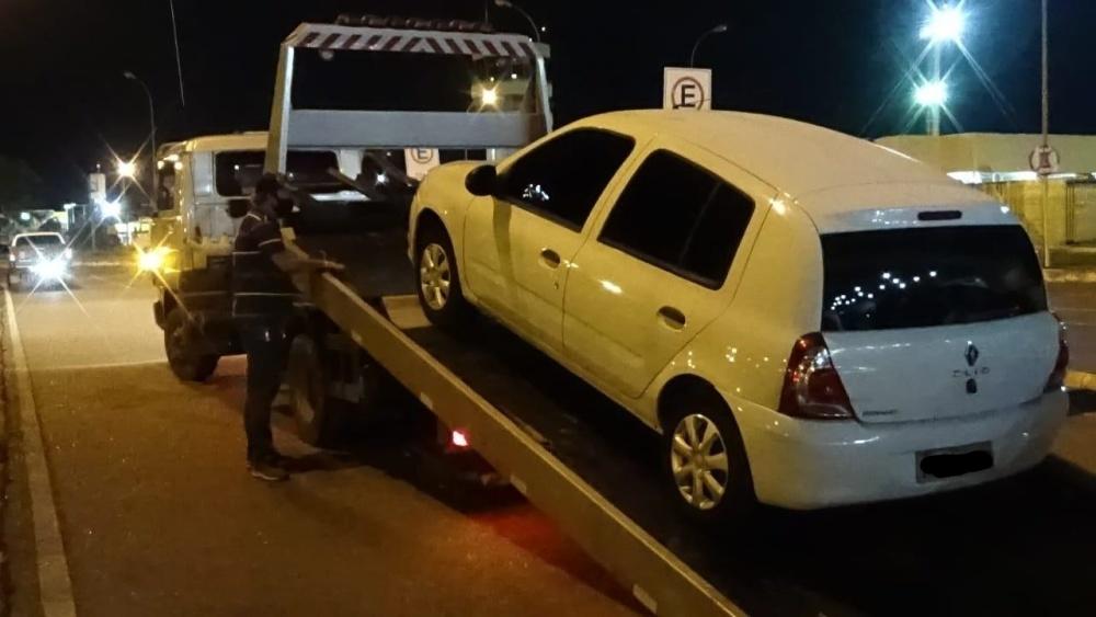 No aeroporto de Palmas, 15 suspeitos foram intimados  por transporte clandestino e 8 veículos são apreendidos