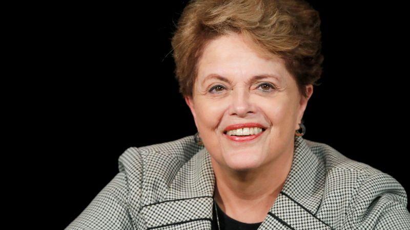 Após mal-estar, ex-presidenta Dilma vai ao hospital para realização de exames