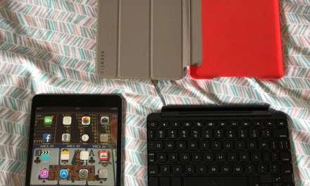 iPad Mini: For Sale w/ Case & Keyboard.