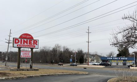TR: Closed Diner Gets a New Sign
