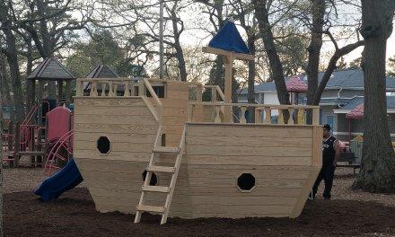 BEACHWOOD: New Pirate Ship @ Mayo Park!
