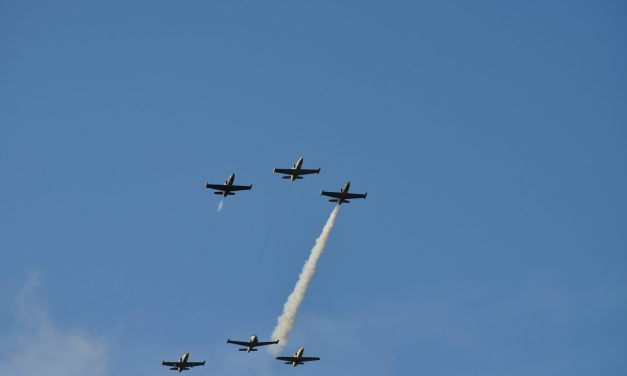 Little air show demonstration over Lacey (Pic's)