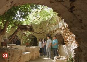 Scenic grotto