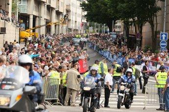 2010 Le Mans 24 Hour (24 Heures du Mans), 11th June 2010. Drivers' parade crowds. Digital ref : CB1D2240