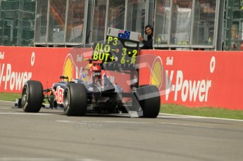 © Octane Photographic Ltd. 2011. Formula One Belgian GP – Spa – Sunday 28th August 2011 – Race. Mark webber checks his pit board with 6 laps to go. Digital Reference : 0168cb1d0983