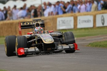 © Octane Photographic 2011. Goodwood Festival of Speed, Friday 1st July 2011. Renault R30 - Vilaty Petrov. Digital Ref : 0097CB7D6893
