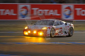 © Octane Photographic 2011. Le Mans night qualifying 9th June 2011. La Sarthe, France. Digital Ref : 0077CB7D0587