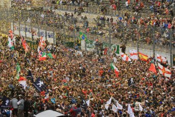 © Octane Photographic 2011. Le Mans finish line and podium - Sunday 11th June 2011. La Sarthe, France. Digital Ref : 0263lw7d8271