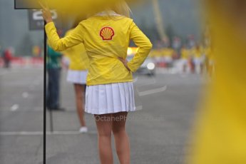 World © Octane Photographic Ltd. F1 Belgian GP - Spa-Francorchamps, Sunday 25th August 2013 - Race Build up. The Shell grid girls waiting for the pack to form up. Digital Ref : 0797cb7d3194