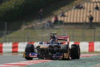 World © Octane Photographic Ltd. Formula 1 Winter testing, Barcelona – Circuit de Catalunya, 3rd March 2013. Toro Rosso STR8, Daniel Ricciardo in a new unpaited helmet. Digital Ref: 0584lw1d0844