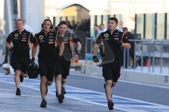 World © Octane Photographic Ltd. Tuesday 25th November 2014. Abu Dhabi Testing - Yas Marina Circuit. Lotus F1 Team E22 pit crew. Digital Ref: 1174LB1D7849