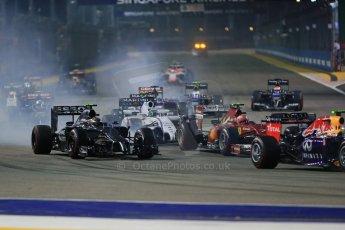 World © Octane Photographic Ltd. Sunday 21st September 2014, Singapore Grand Prix, Marina Bay. - Formula 1 Race start lap 1. Digital Ref: 1127LB1D3253