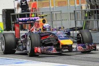 World © Octane Photographic Ltd. Saturday 10th May 2014. Circuit de Catalunya - Spain - Formula 1 Qualifying. Infiniti Red Bull Racing RB10 – Daniel Ricciardo. Digital Ref: 0936lb1d7977