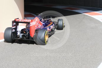 World © Octane Photographic Ltd. Scuderia Toro Rosso STR10 – Max Verstappen. Friday 27th November 2015, F1 Abu Dhabi Grand Prix, Practice 1, Yas Marina. Digital Ref: 1477CB7D1682