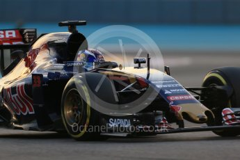 World © Octane Photographic Ltd. Scuderia Toro Rosso STR10 – Max Verstappen. Friday 27th November 2015, F1 Abu Dhabi Grand Prix, Practice 2, Yas Marina. Digital Ref: 1478LB1D7048