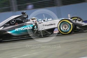 World © Octane Photographic Ltd. Mercedes AMG Petronas F1 W06 Hybrid – Lewis Hamilton. Friday 18th September 2015, F1 Singapore Grand Prix Practice 2, Marina Bay. Digital Ref: 1429CB5D0268