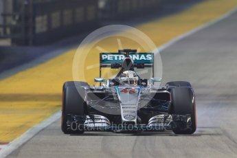 World © Octane Photographic Ltd. Mercedes AMG Petronas F1 W06 Hybrid – Lewis Hamilton. Friday 18th September 2015, F1 Singapore Grand Prix Practice 2, Marina Bay. Digital Ref: 1429CB7D1088