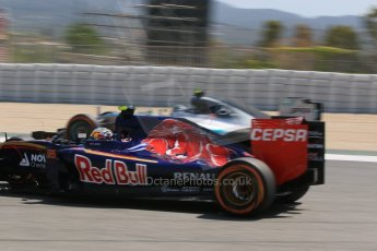 World © Octane Photographic Ltd. Scuderia Toro Rosso STR10 – Carlos Sainz Jnr. Saturday 9th May 2015, F1 Spanish GP Qualifying, Circuit de Barcelona-Catalunya, Spain. Digital Ref: 1257CB7D8121