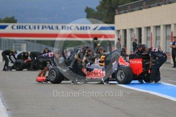 World © Octane Photographic Ltd. Pirelli wet tyre test, Paul Ricard, France. Monday 25th January 2016. McLaren Honda MP4/30 – Stoffel Vandoorne and Red Bull Racing RB11 – Daniel Ricciardo. Digital Ref: 1498CB7D5406